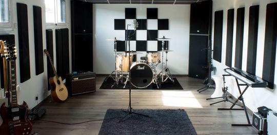 Studio-1463850346