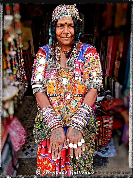 Small_banjara_lady_-_hampi_market_-_karnataka-1471104826