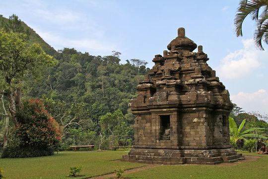 Candi_selogriyo_hindu_temple_of_java_a_2013-1472818633