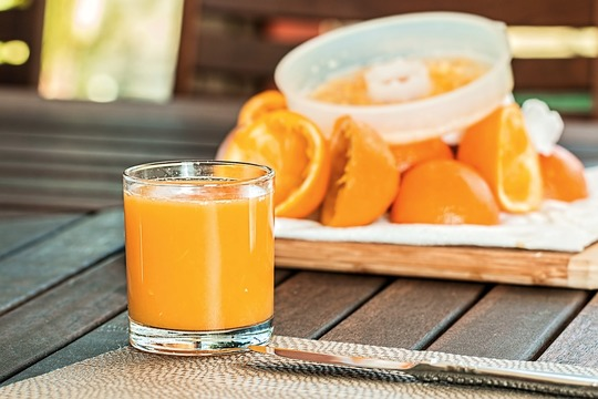 Fresh-orange-juice-1614822_960_720-1473366319