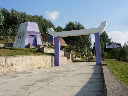 Icyizere_-_bisesero_le_monument-1473919436