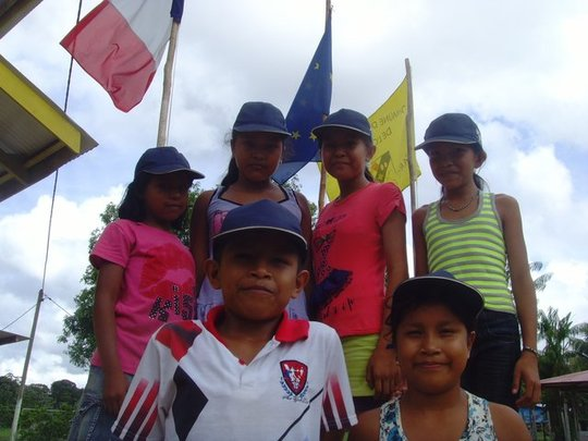 Children-and-flags_jpg_640x860_q85-1475341934