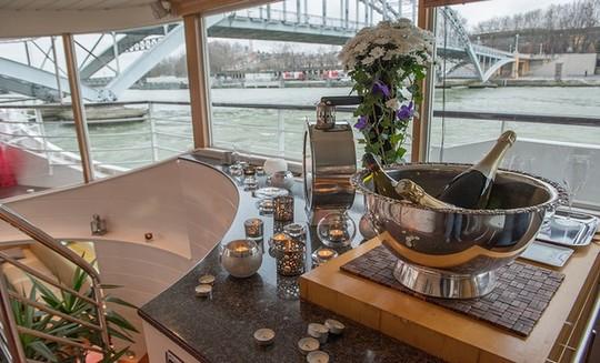 Yacht_josephine-1476251530
