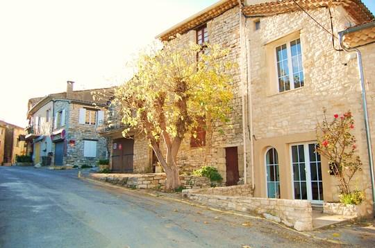 Entr_e_rue_principale_avec_petite_terrasse-1478549037