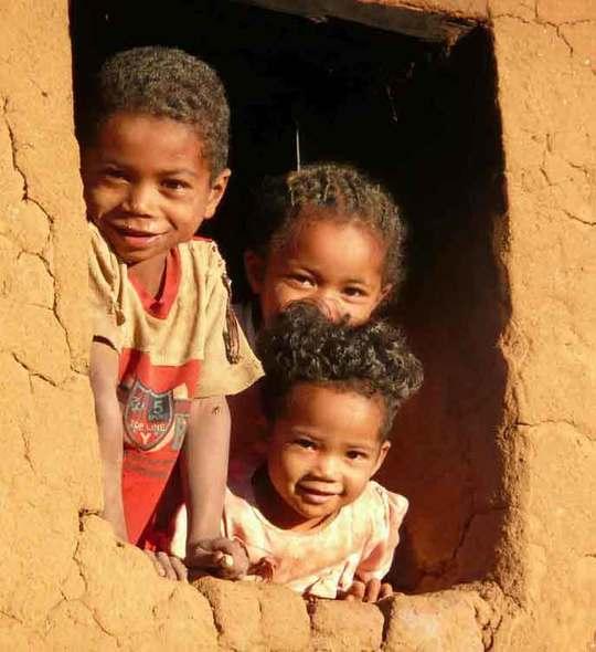 Sourires-enfants-madagascar-1480346225