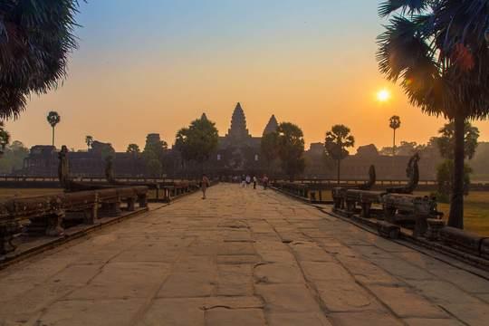 Angkor-wat-entrance-sunrise_tim_reisdorf_photography-1480518408