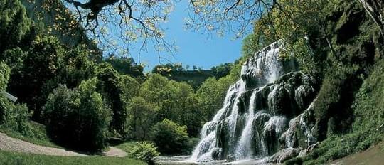 Cascade-des-tufs-jura_format_570-1484333775