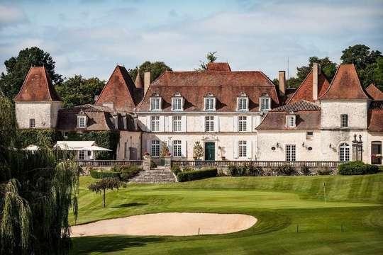 Le_chateau-des-vigiers-hotel-exterior-1-1484655235