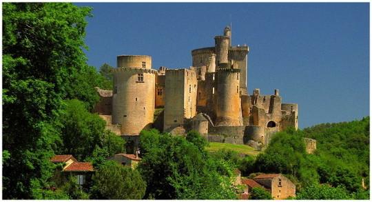 Chateau-de-bonaguil-vallees-du-lot-et-garonneaquitainefrance-1484854071