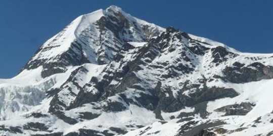 Le-sommet-du-chulu-east-peak-dans-la-region-dannapurnas-600x300__1_-1486628839