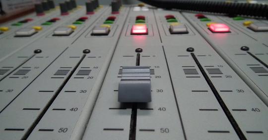 Studioradio-1488190996