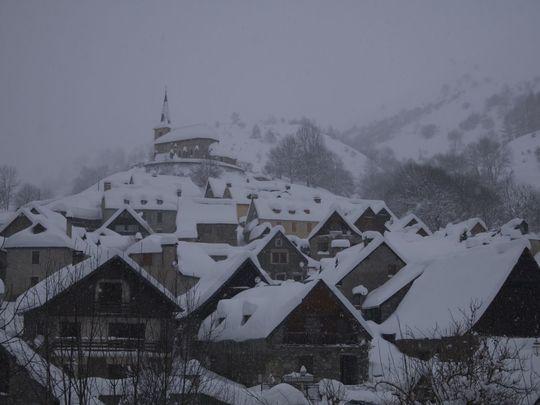 Article-vallee-d-oueil-cires-sous-la-neige_14-1490276115