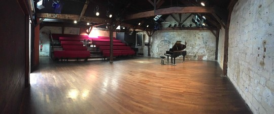Salle Le Regard Du Cygne