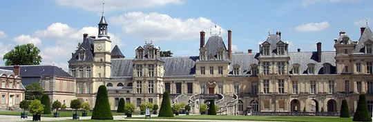 700px-chateau_fontainebleau-1493118876