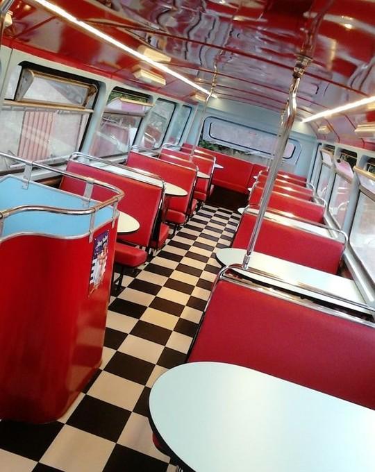 Nouveau_bus_rouge_interieur-1508419140