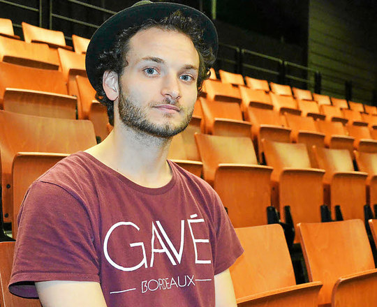 Nicolas-sannier-un-des-danseurs-de-rouge-anime-un-atelier_3322459-1510046471