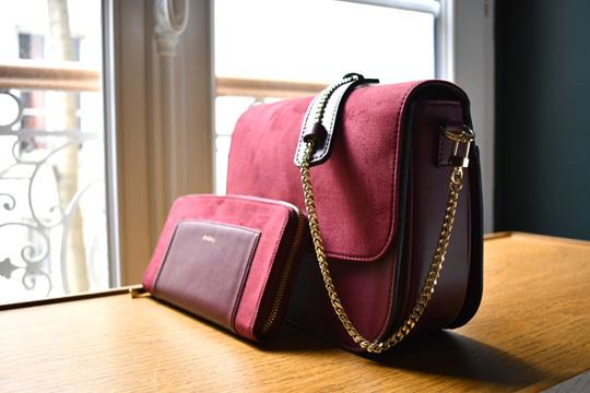 0715549f6c Ce duo, qui se compose d'un sac Brigitte (+ 2 bandoulières) et de son  Compagnon oxymore, se décline dans 4 coloris de base : noir, camel,  bordeaux et rouge.