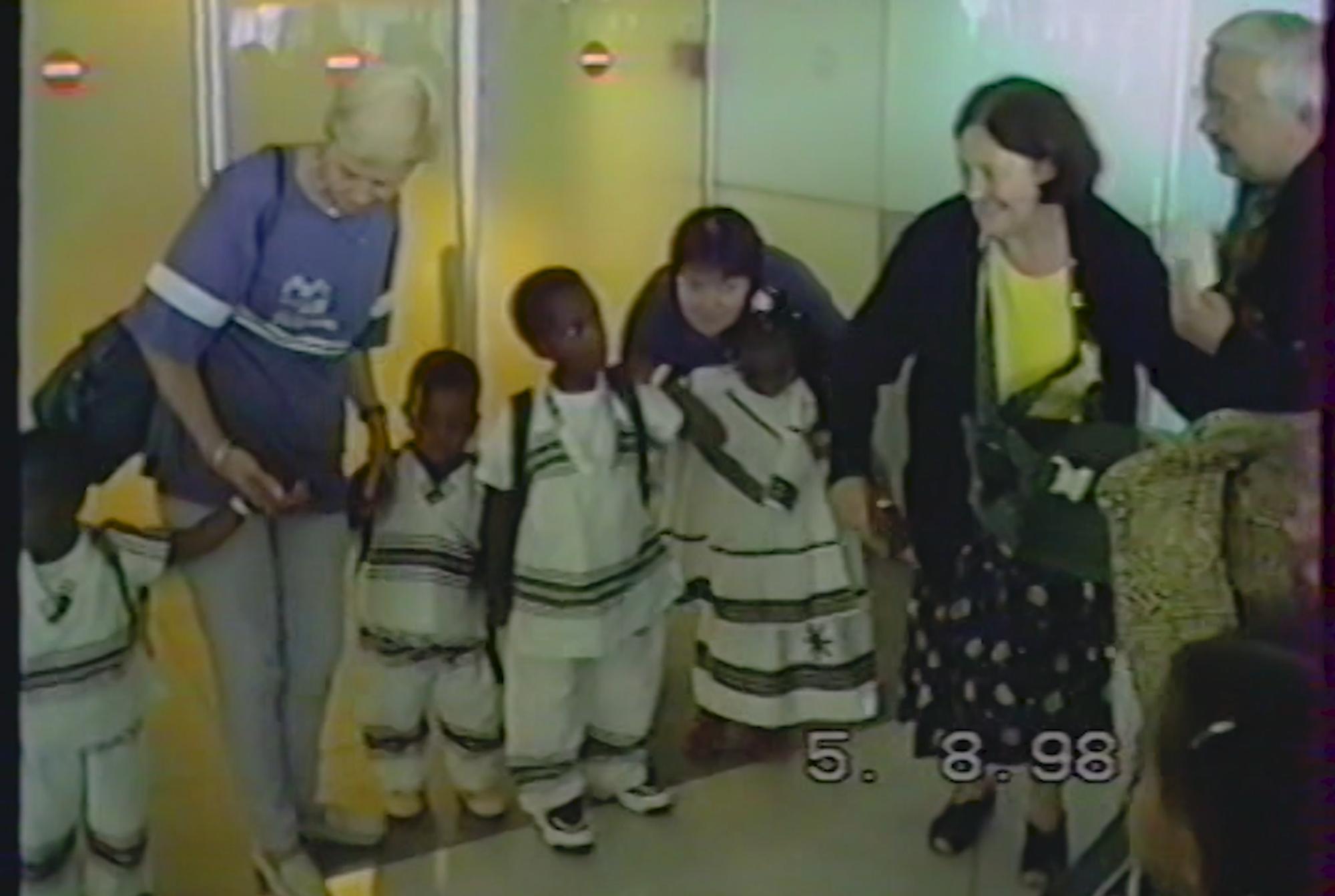 vidéo archive du 05/08/1998 / arrivée à l'aéroport Charles de Gaule