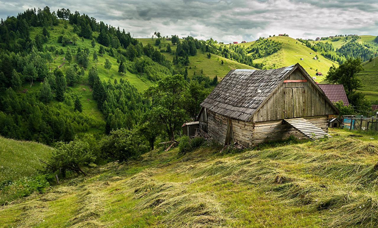 Antoine de Maximy   J'irai mourir dans les Carpates Romania Scenery Houses Brasov Hill Trees Grass 521792 1280x774 1557845734