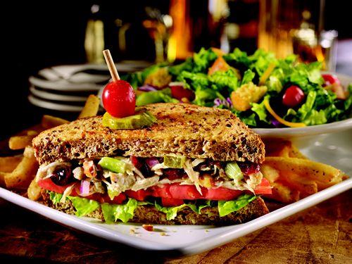 TGI-Fridays-Rotisserie-Chicken-Sandwich-Salad-1442485622.jpg