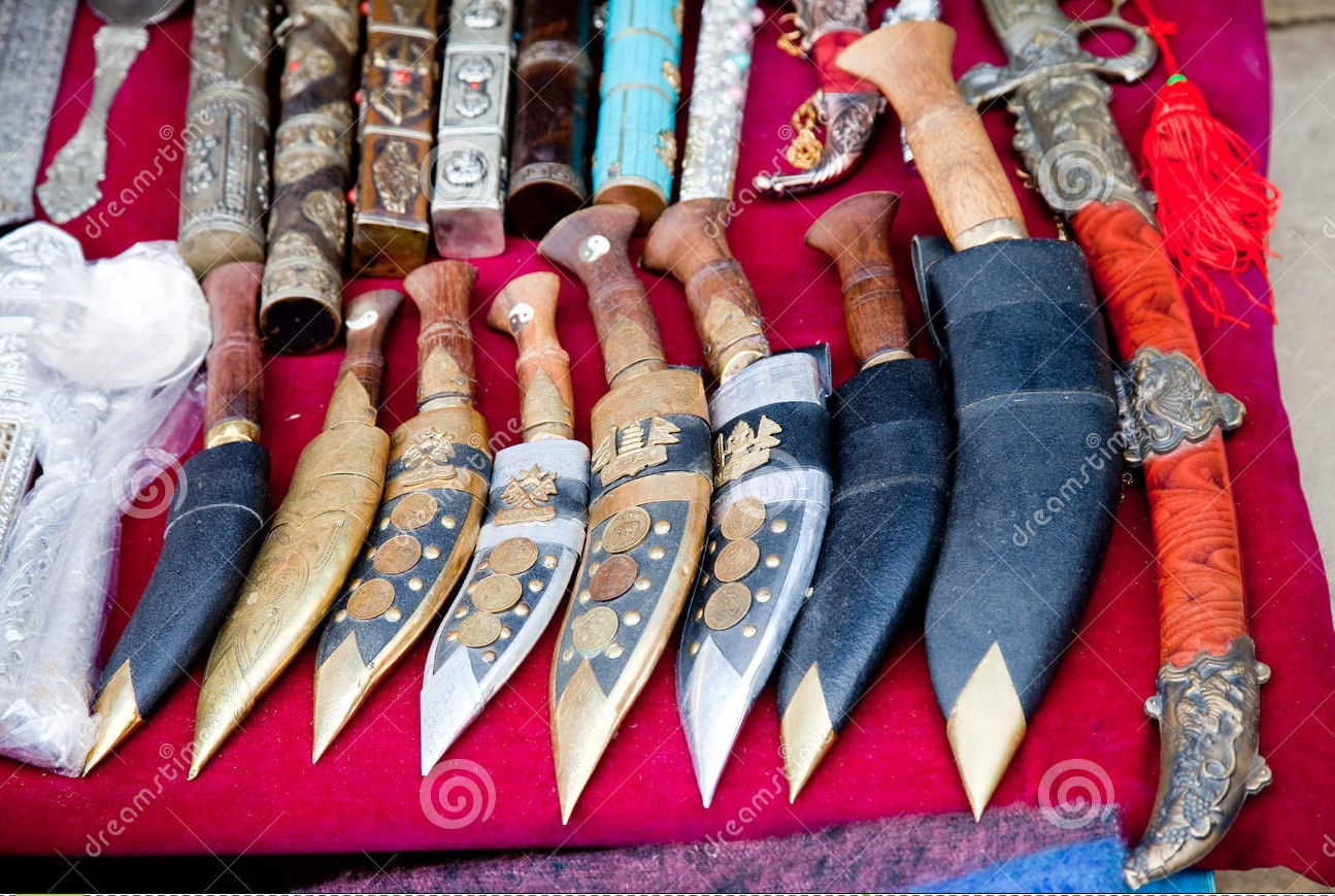 nepal-souvenir-sale-street-market-36016570-1461749283.jpg