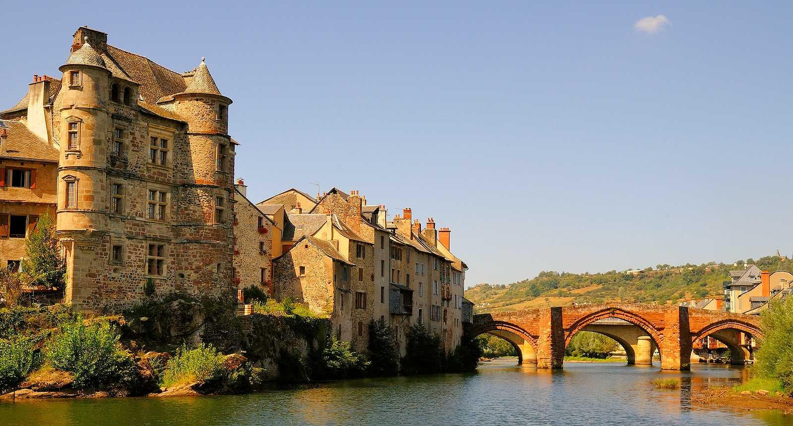 6_le-village-d-espalion-en-aveyron-1463126561.jpg