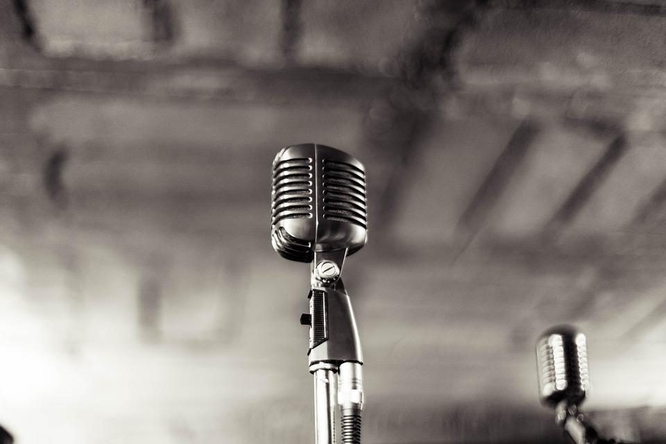 microphone-1463903307.jpg
