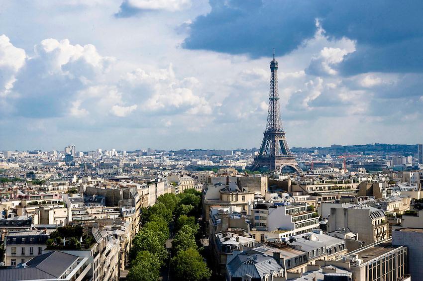Eiffel-Tower-Paris-View-from-Arc-de-Triomphe-1464338141.jpg
