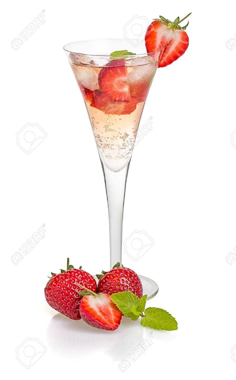 18984721-Boire-avec-les-fraises-et-la-menthe-dans-une-fl-te-de-champagne-Banque-d_images-1465832985.jpg