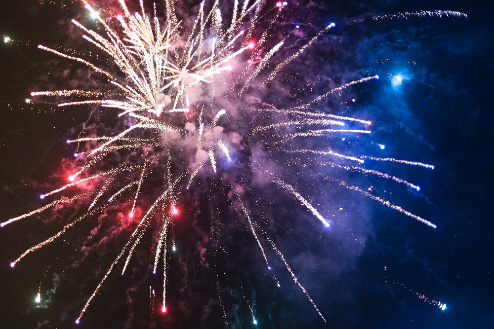 happy-4th-of-july-fireworks-picjumbo-com-1470335249.jpg