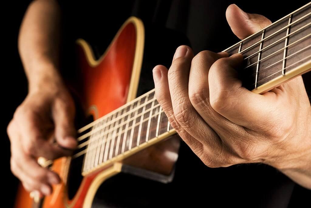 jouer-guitare-acoustique-1479227462.jpg