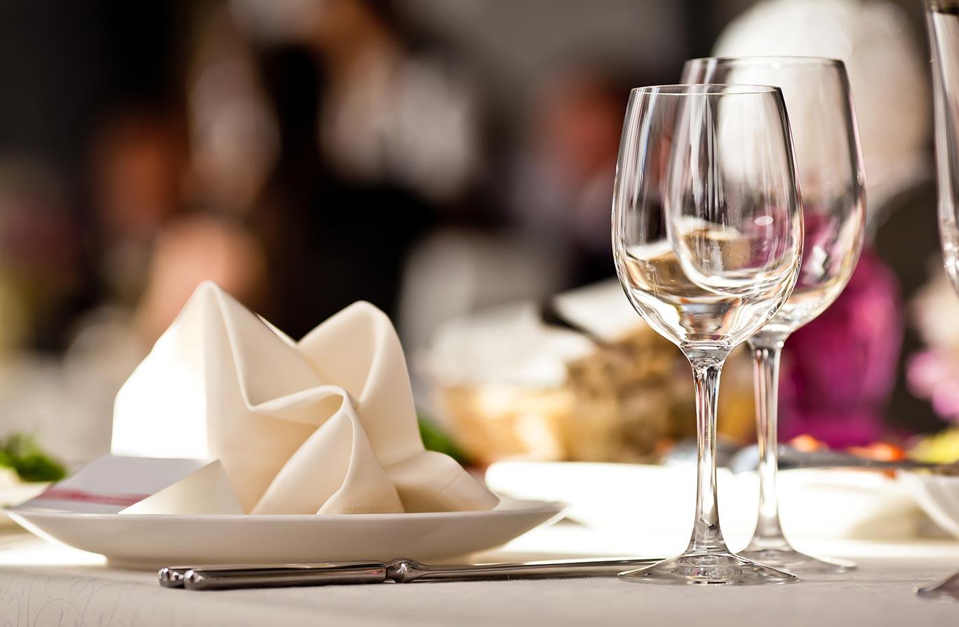 table-restaurant-1497741192.jpg