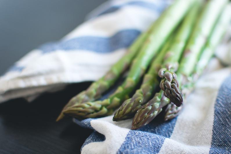 foodiesfeed.com_fresh-asparagus-ConvertImage-1499607196.jpg