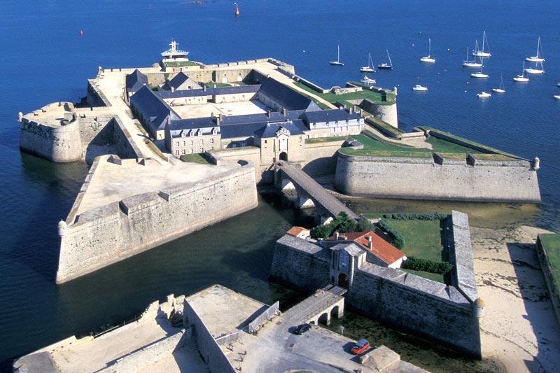 vue-aerienne-de-la-citadelle-de-port-louis_large_rwd-1507546585.jpg
