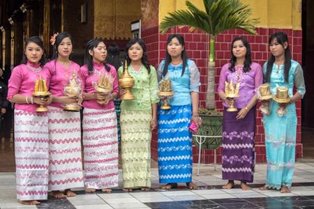 Burmese-girls-in-the-costume-of-Longyi-1512047771.jpg