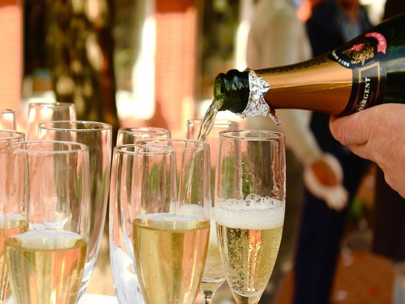 champagne-2407247_1920-1513278551.jpg
