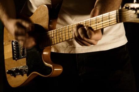 cours-guitare-adulte-avance-1520438180.jpg