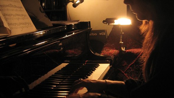 helene_piano1_pour_Kiss_kiss-1520526674.jpg