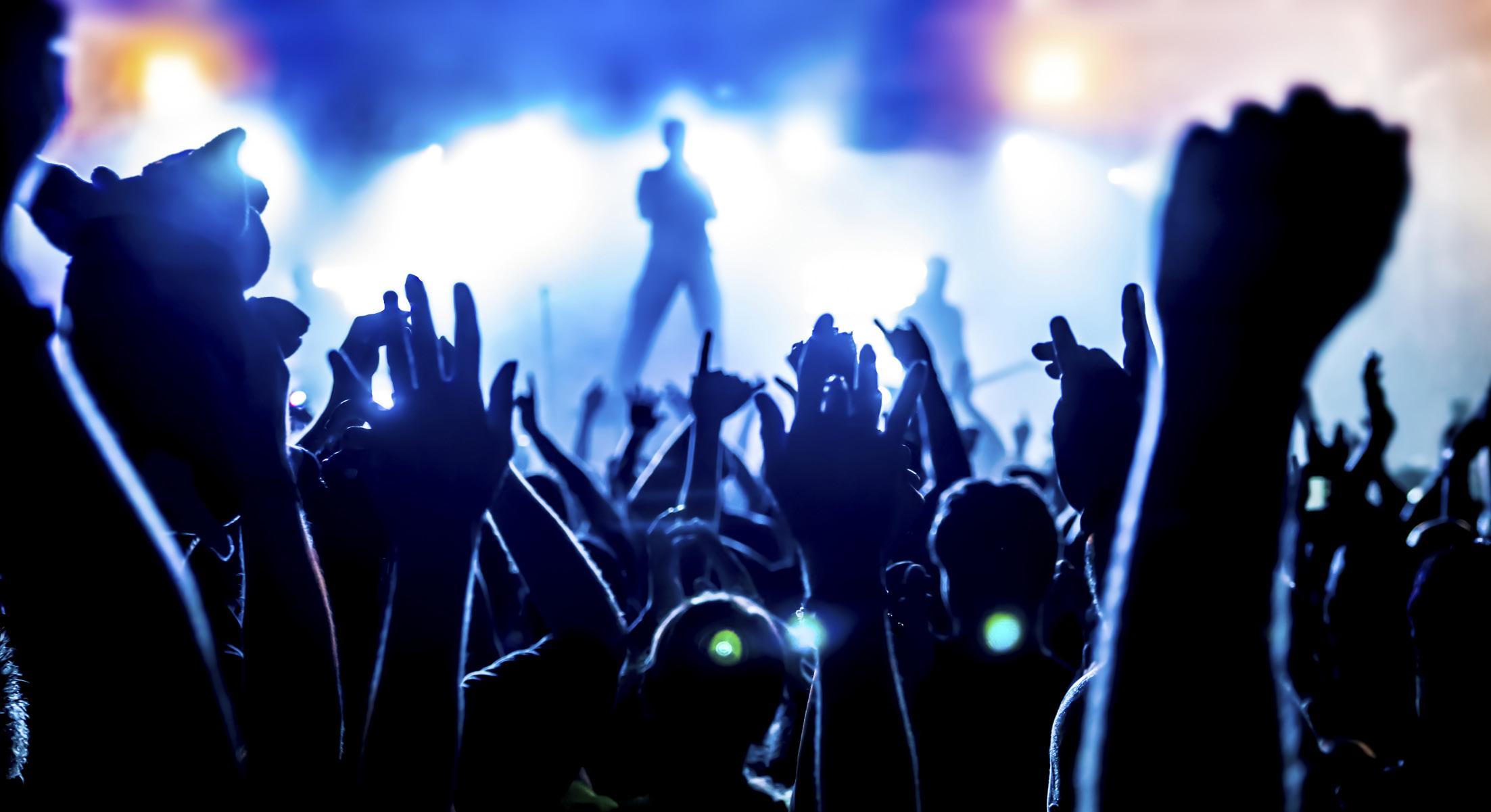 concert-hands-1526227579.jpg