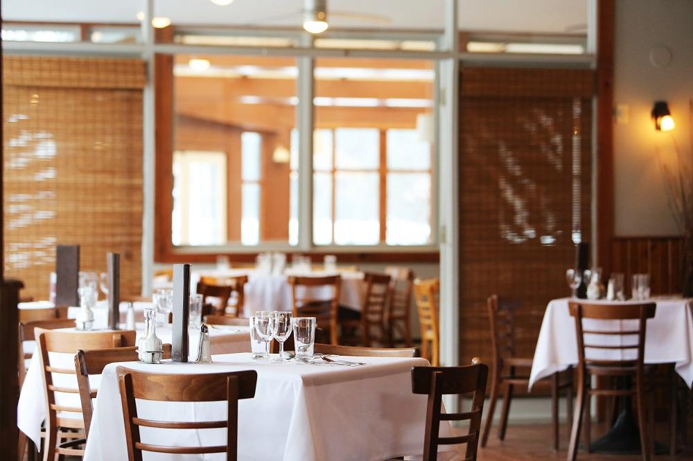 https___www.lifeofpix.com_wp-content_uploads_2016_03_Life-of-Pix-free-stock-restaurant-glasses-tables-LEEROY-1528734010.jpg