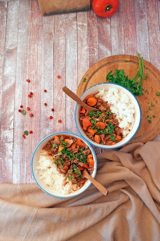 foodiesfeed.com_ground-beef-rice-bowl-1528734010.jpg