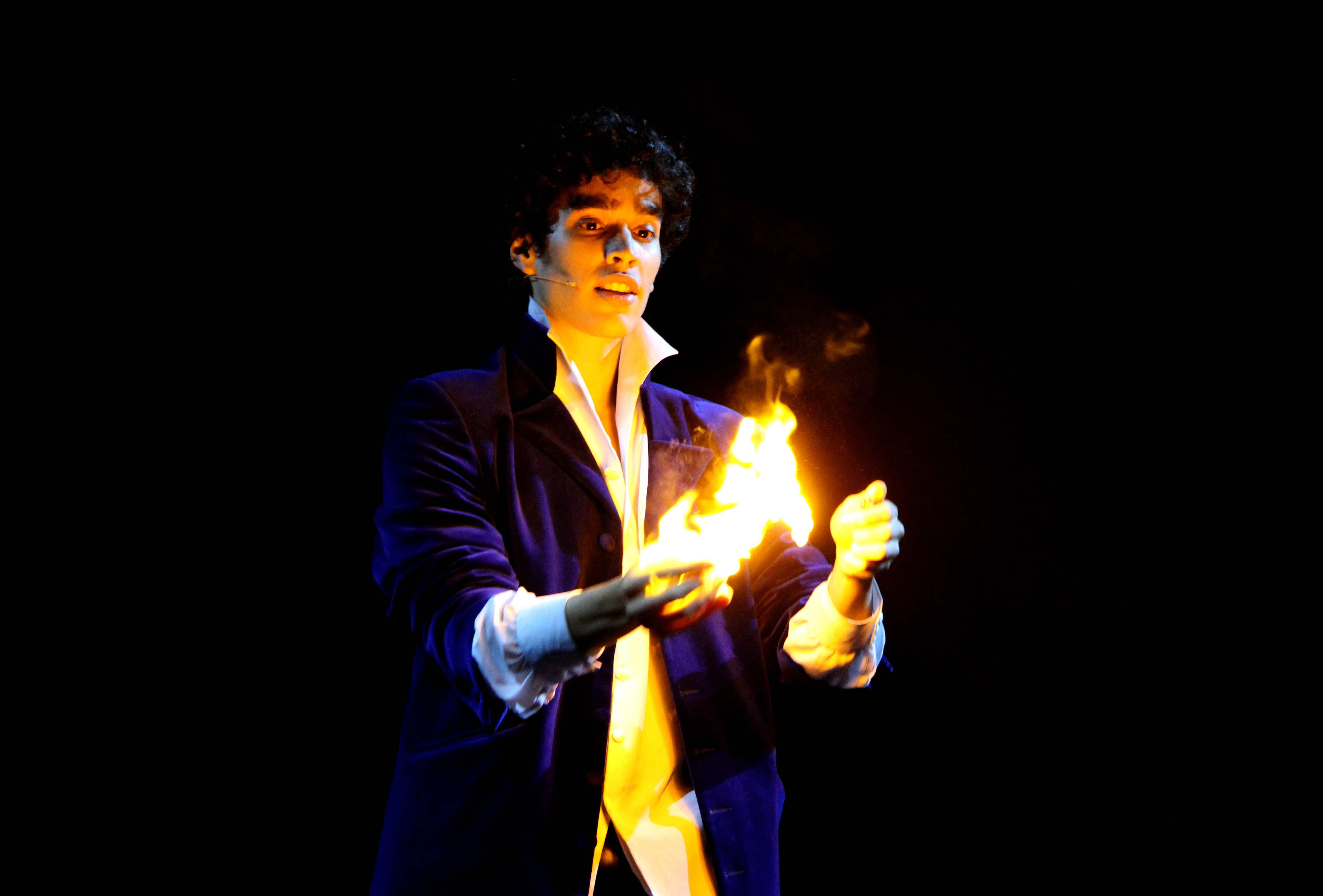 10-Moulla-Fire_act.jpg