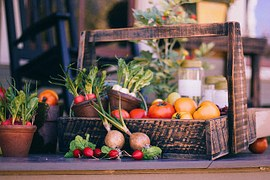 vegetable-basket-349667__180-1420490307.jpg