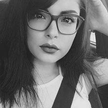 Normal_glasses_girl-1573208504