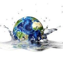 Normal 11779832 planete terre de tomber dans l 39 eau claire formant un splash couronne avec la profondeur de champ