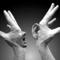 Thumb_v-mains-bouche-oreille